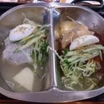 板橋冷麺 - ・ハーフ&ハーフ冷麺 880円