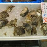 伊藤鮮魚店 - 殻つき牡蠣