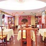 孔子膳堂 - <'15/05/23撮影>店内のテーブル席の風景です