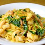 セレーノ - 自家製手打ち麺の海老とほうれん草とトマトクリームソースがよく絡んだ一品。
