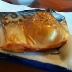 菊寿司 - ちらしランチのサバ
