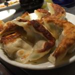 38351178 - 豚肉と白菜のアツアツ焼き餃子(8ケ¥580)