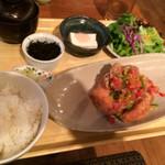 隈本総合飲食店 MAO - 若鶏の旨味からあげ定食(¥890)※ドリンクなしは¥800→刻み野菜のエスニックソース