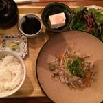 隈本総合飲食店 MAO - 日替わり定食(¥890)※ドリンクなしは¥800→豚バラ肉ともやしのさっぱりねぎ塩レモン炒め