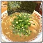 たまがった - ラーメン。 濃厚なのに臭みがない豚骨スープ。 変わらず美味い。 替え玉必至。