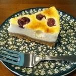 ハードボイルド珈琲 - アメリカンチェリーのベイクドチーズケーキ