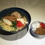 中村商店 - 料理写真:ムラショウそば(三枚肉、てびち、ゆしとうふ、ミニカレー)900円