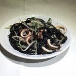 中村商店 - イカスミ麺の焼そば      750円