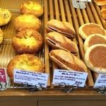 ブーランジェリー パルク - チーズカレーパンとあんバター