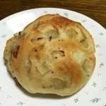 ブーランジェリー パルク - 新作なので たまねぎのパンも