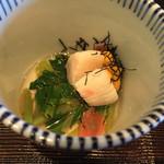 白樺 - 先付は花山葵酢浸しに生雲丹と貝柱