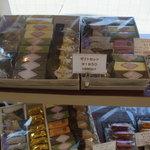 いわい洋菓子店 - 店内ディスプレイ