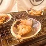 日比野市場鮮魚浜焼きセンター - 超特大のアサリ