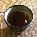 そば切り 蔦屋 - お茶を頂きながら蕎麦を待ちます。