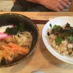 38372071 - 同級の頼んだ牡蠣飯とうどんのセット(^^)