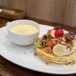 ピーシーエイチ コーヒー - フルーツ&グラノーラ・パンケーキ(本日の自家製スープ付)