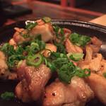 魚菜酒房 びあ九 - 地鶏のがっつりガーリック炒め