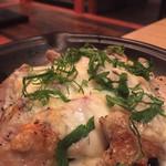 魚菜酒房 びあ九 - 地鶏のしそチーズ焼き