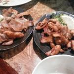 とりや - 鶏皮パリパリ焼き  塩&タレの二種