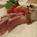 丸亀 - 本日のお造り 明石の蛸、鹿児島の本鮪など