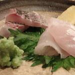 寿し おおはた - 骨付きで一日ねかせた愛媛の真鯛の背と腹とイサキです。                             イサキがとてもおいしいですね。