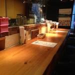 うまい魚とイタリアン yu-ma - カウンター席と厨房