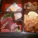 toukyousakebaruambai - 松花堂弁当のアップ