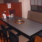 焼肉大和 - 内観写真:店内1Fテーブル
