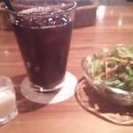 銀座2丁目ミタスカフェ - ランチセットのサラダ&アイスコーヒー
