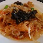 西安刀削麺酒楼 - 西安風豚肉と新玉ねぎの炒め