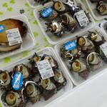 若松食堂 - 「海と大地」漁協の直売コーナー(アワビ2000円・サザエ600~700円)