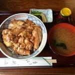 新屋 - やきとり丼(800円)