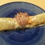 アコンプリ - 野菜、魚、ハムとモッツレラチーズの入った春巻き