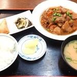 源宗 - 料理写真:肉じゃが定食¥650