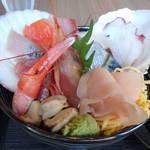 サカナの家 - 豪快海鮮丼