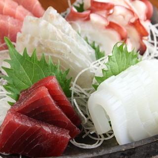 【築地直送】鮮魚刺身120円~、にぎり寿司1貫80円~♪