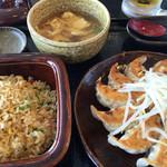 五味八珍 - 浜松餃子と炒飯のセット