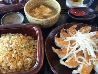 五味八珍 浜松駅ビル メイワン店 - 浜松餃子と炒飯のセット