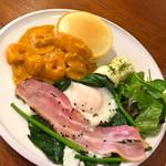 フルーフィ - 帆立とエビのアメリカンソース煮¥980