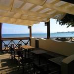 浜辺のTipi Cafe - テラスと海