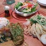 ダイニングミキ - プレートランチ 1000円(税込)  スープ、パン(おかわり自由) 付き
