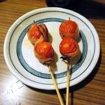 38431392 - トマトのベーコン巻(オリーブオイルつき)¥150