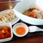 盛岡食堂 - 2014年8月 冷麺別辛【680円】と餃子