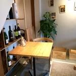 加古川ワインバル - 3人用のテーブルも