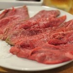 近江牛肉店 - 赤皿(赤身の盛り合わせ)