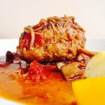 コロモ チャ ヤ - デミグラスソースのハンバーグと旬野菜添え