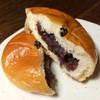 アンジー - 料理写真:つぶあんパン 断面