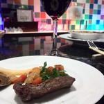 シャンパン食堂の洋食屋さん - 肉はやっぱり赤ワインと。