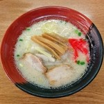 かまだや - 料理写真:ナガハマラーメン(600円)