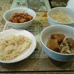魯香酒樓 - バイキングのチャーハン、麻婆豆腐、モヤシ炒め、春巻き、ローストチキン